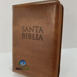Biblia RVR 1960 Tamaño Compacto Color Cafe Claro para Jóvenes con Índice y Cierre
